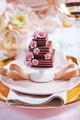 Wedding Cake Mono
